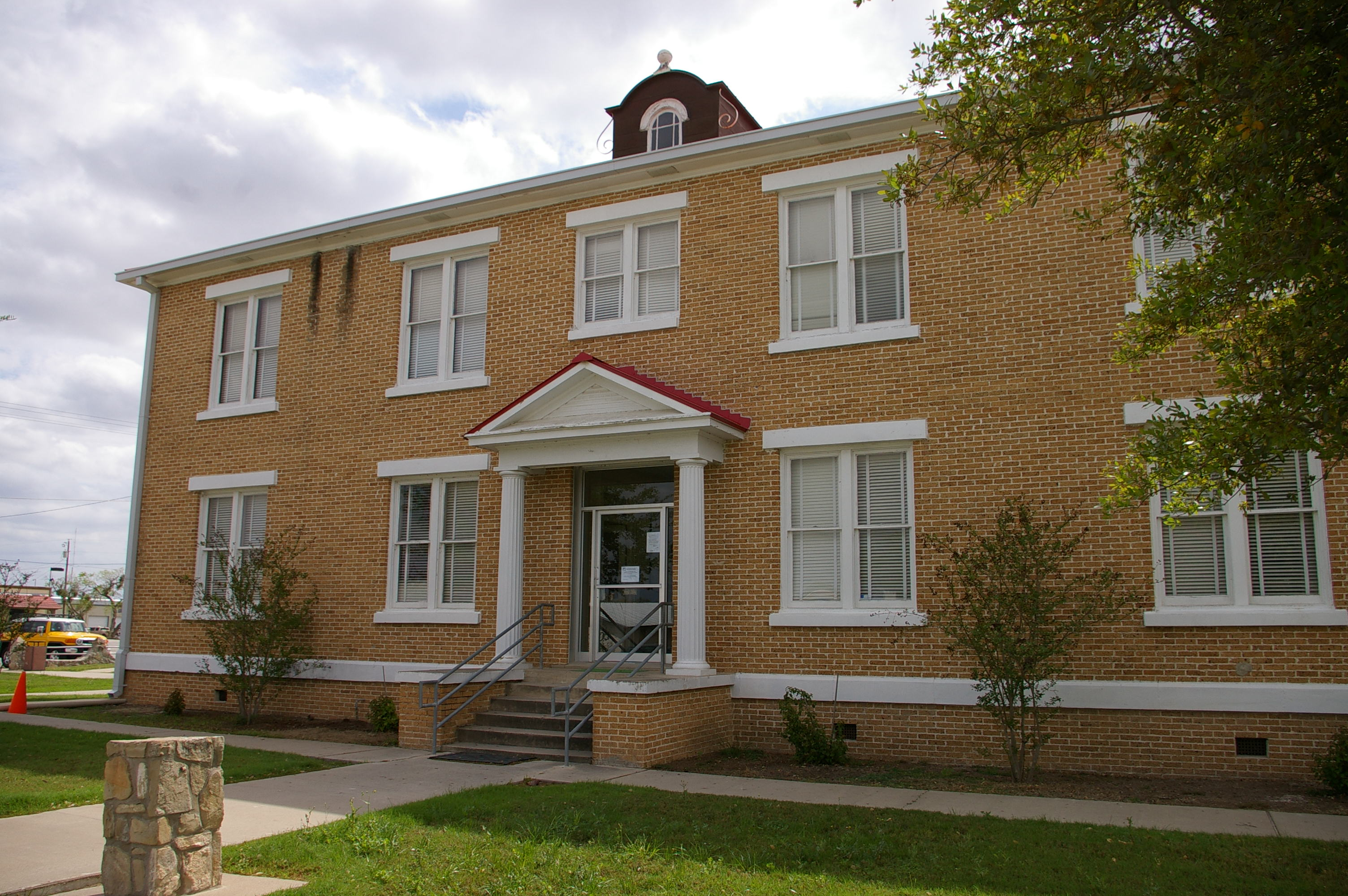 Mcmullen County Us Courthouses
